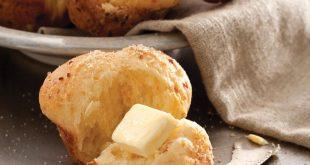 Cheddar and Onion Yeast Rolls