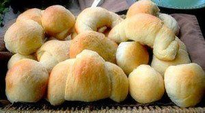 Incredible Delicious Soft Buttery Yeast Rolls That Can Be Made With Or Without a Bread Machine.